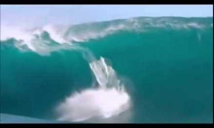 Heavy Waves, Wipeouts & Teahupoo On Fire