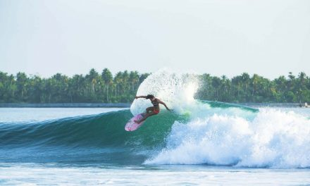 Tyler Wright Re-signs with Rip Curl