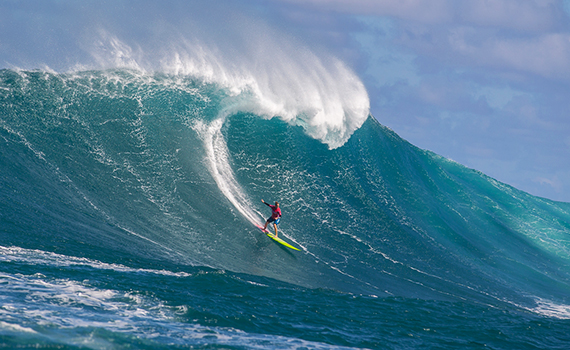 Paige Alms Goes Big at the Pe'ahi Challenge